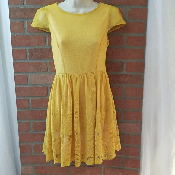 8e766f93e280 Moon Collection Yellow Sz S ~M Mid Length Dress 💥.  M 5a38119485e6052aa605431b